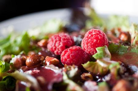 450-raspberry-goat-cheese-salad